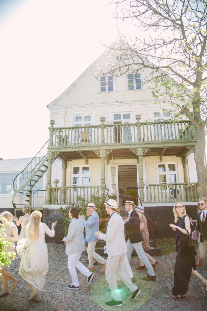 vi vil gerne komme til jeres bryllup